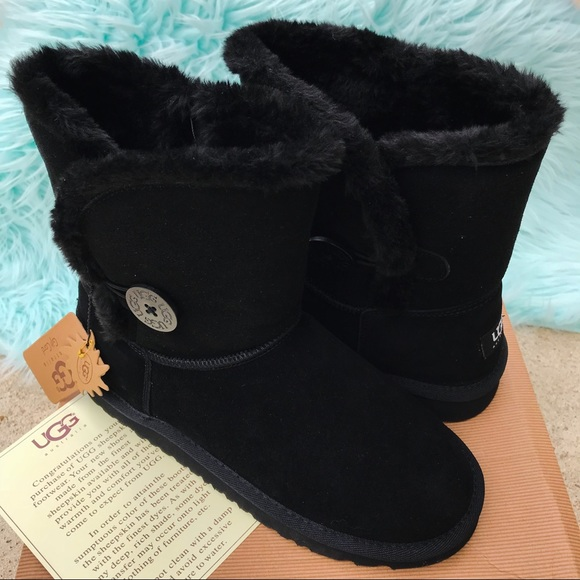 3dc5b7551c7db Authentic Ugg Bailey Button 5803 Short Boots NIB